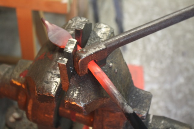 Know-How Tosello Réalisation - Iron Fergé twisted in vise